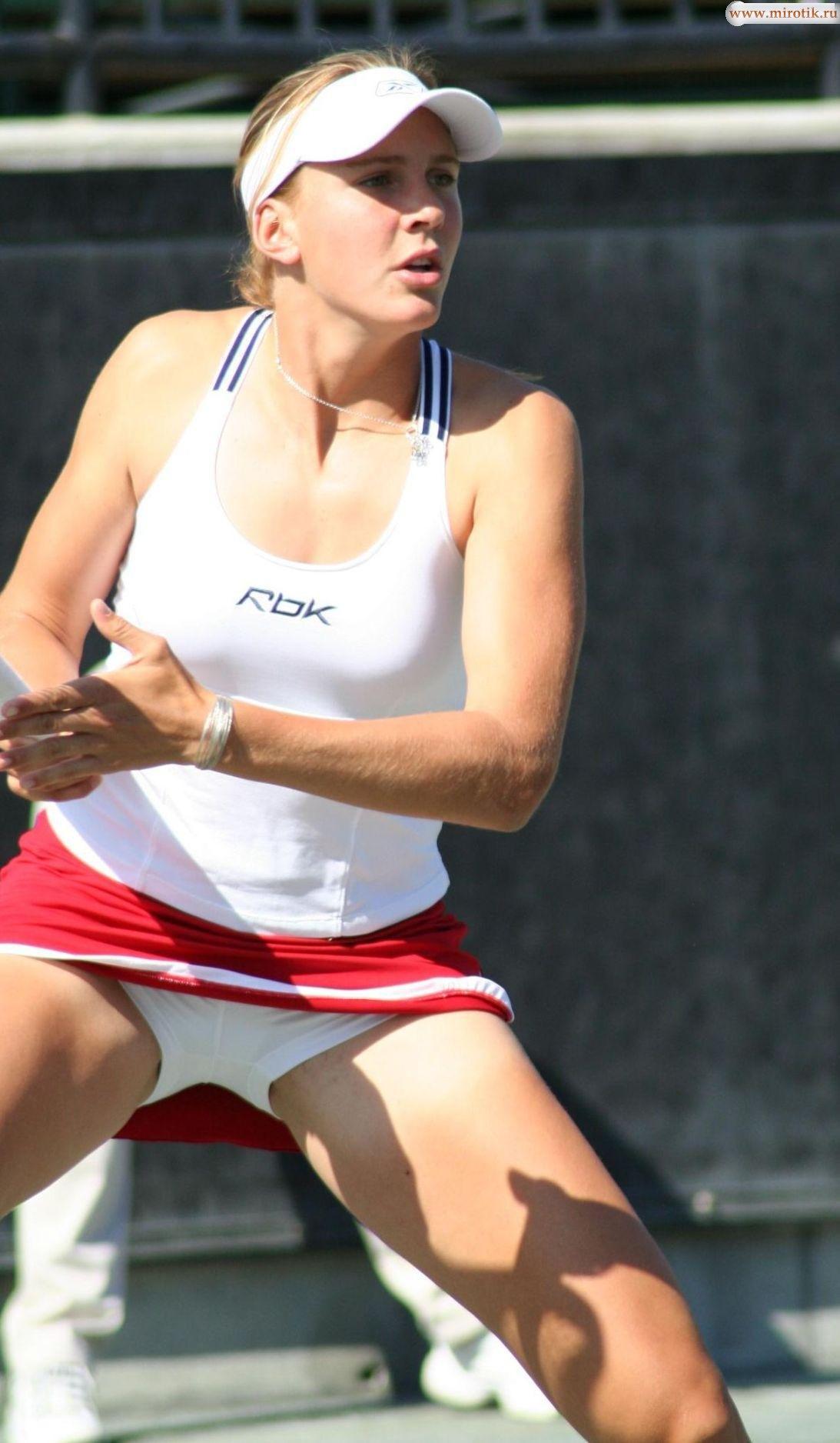 Теннисистка под юбкой без трусов 12 фотография