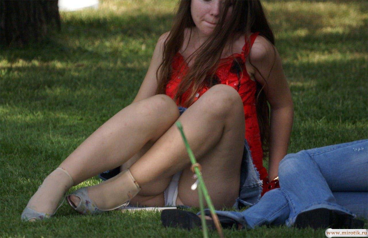 Фото эро у женщин под юбкой 18 фотография